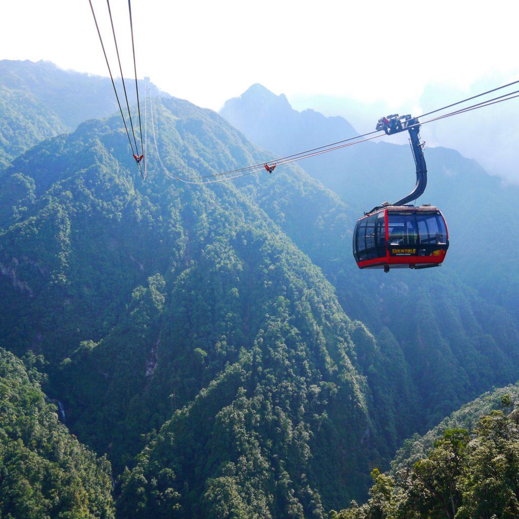 guide to Sapa cable car to fansipan mountain, fansipan cable car, sapa cable car, cable car in sapa, fansipan mountain