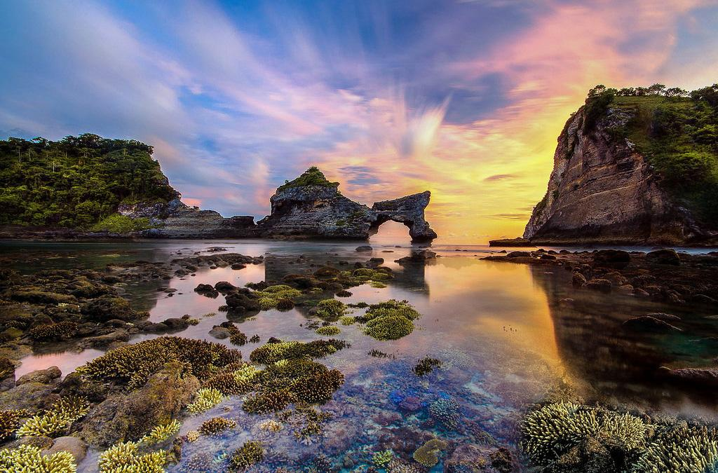 atuh beach sunrise, sunrise atuh beach, atuh beach sunrise nusa penida, atuh beach sunset