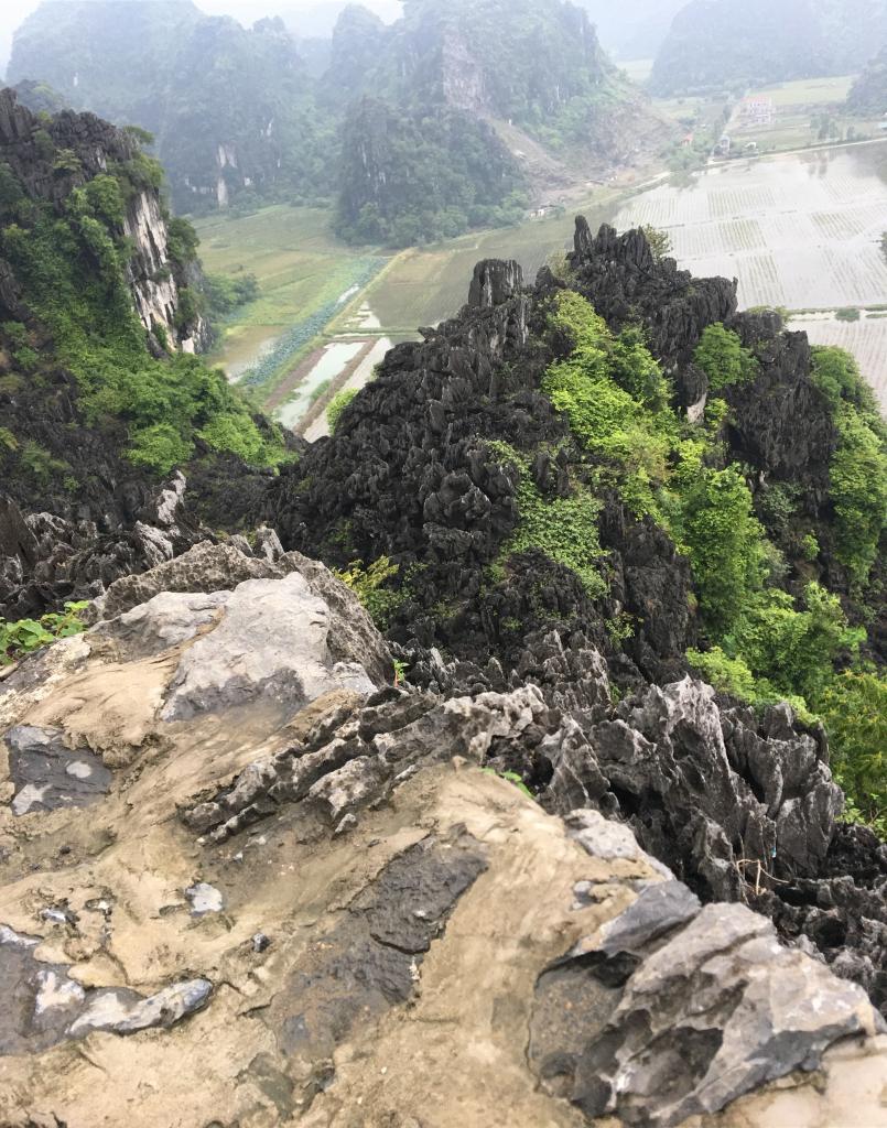 The Hang Mau cliff edge at the dragon