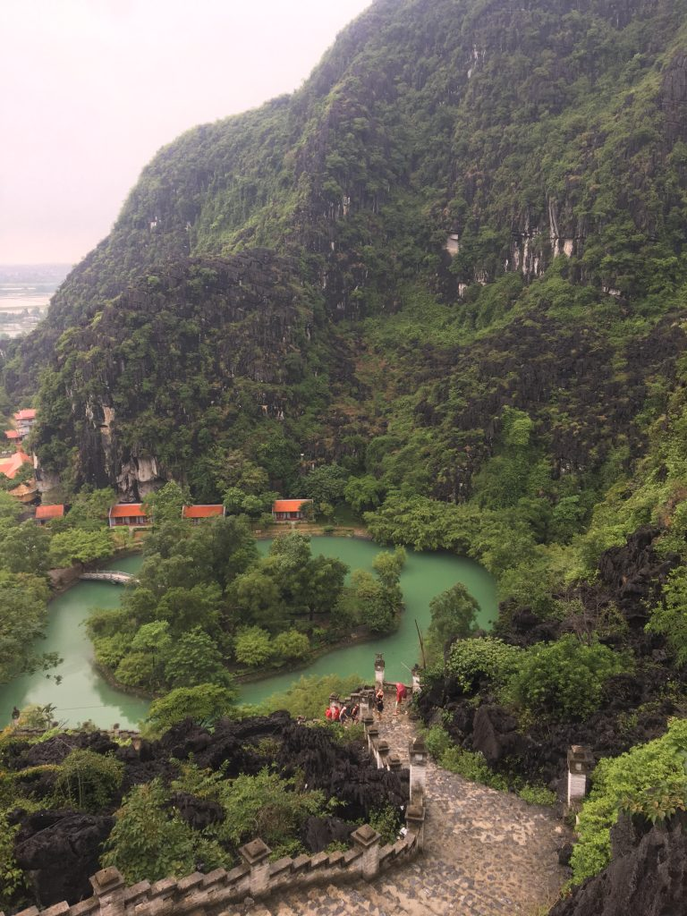Hang mua sunrise, how to get to hang mua, how to get to mua caves, hang mua viewpoint, hang mua dragon mua cave history, hang mua temple, hang mua vietnam mua cave entrance fee