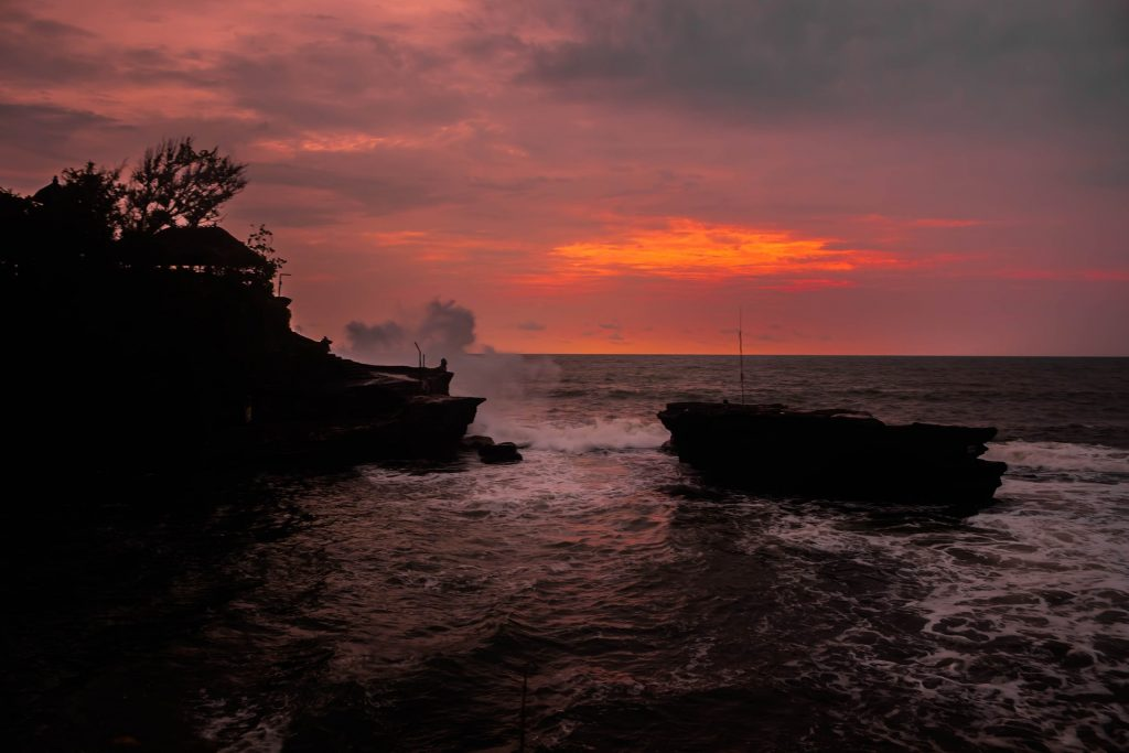the amazing pura tanah lot temple sunset
