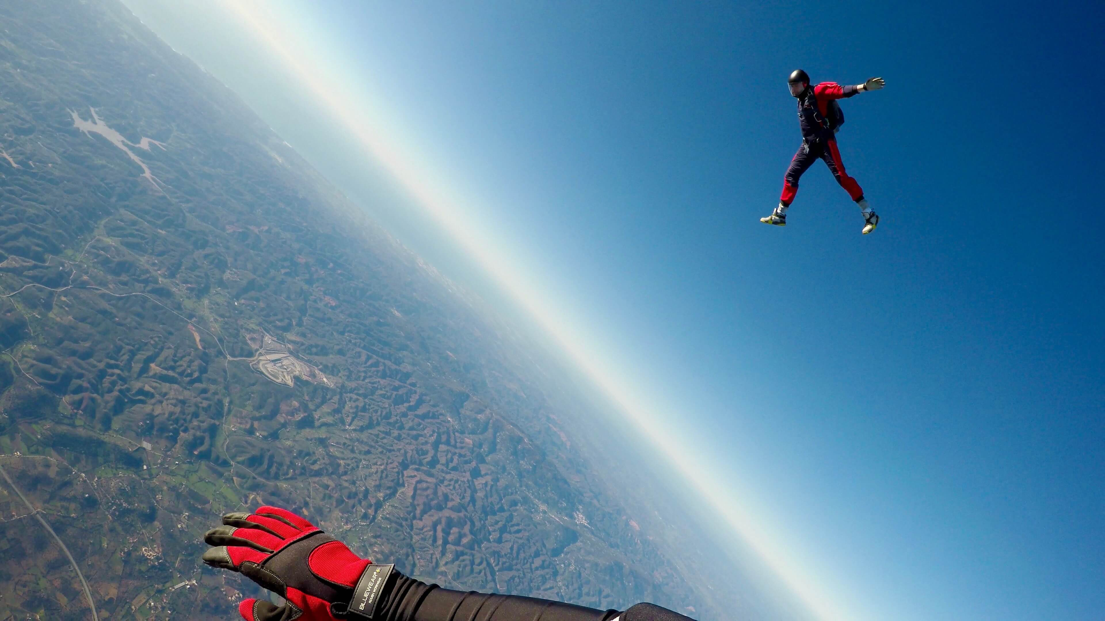 the amazing 15,000 sky diving experience in Byron Bay