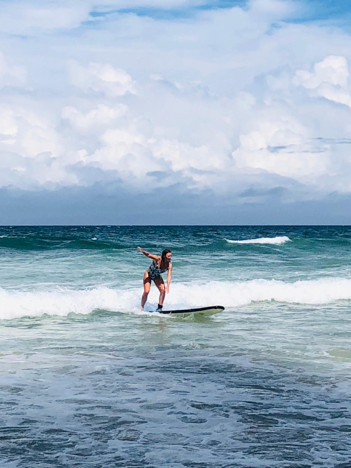 surfing for begginers and surfing lessons in the amazing byron bay surfing beaches