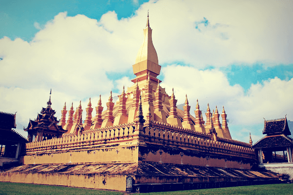 the amazing pha that luang monument