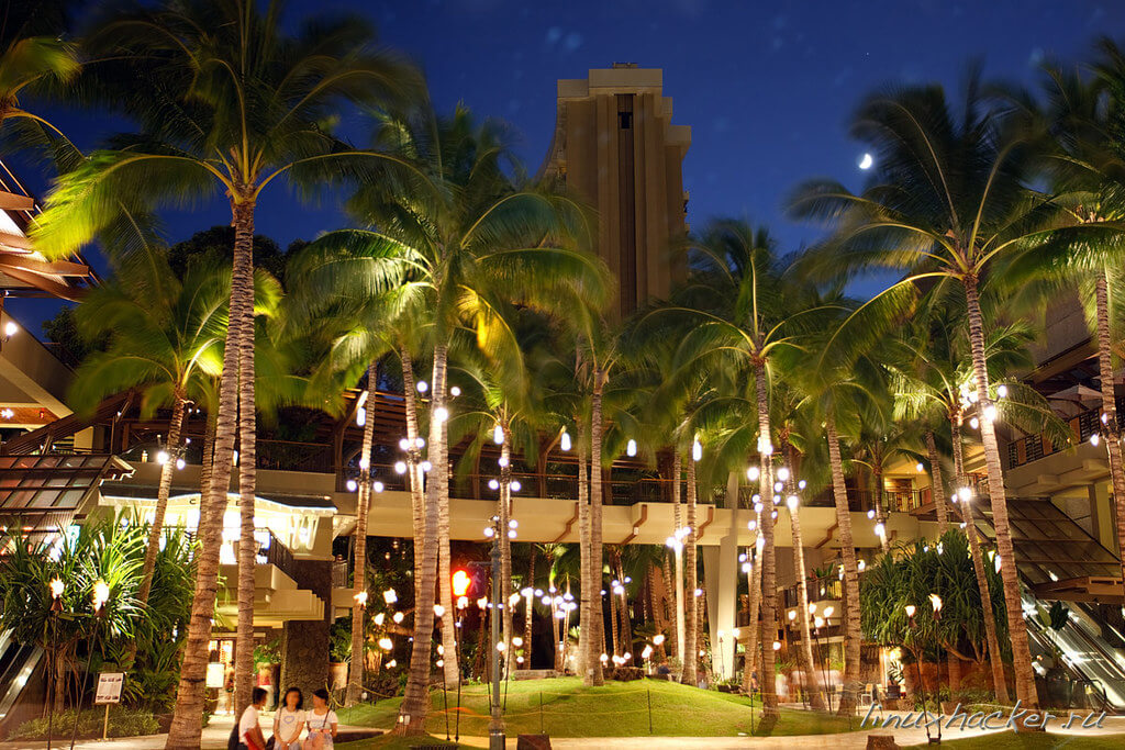 Kalakaua Avenue is one of the things to do in Waikiki on a budget