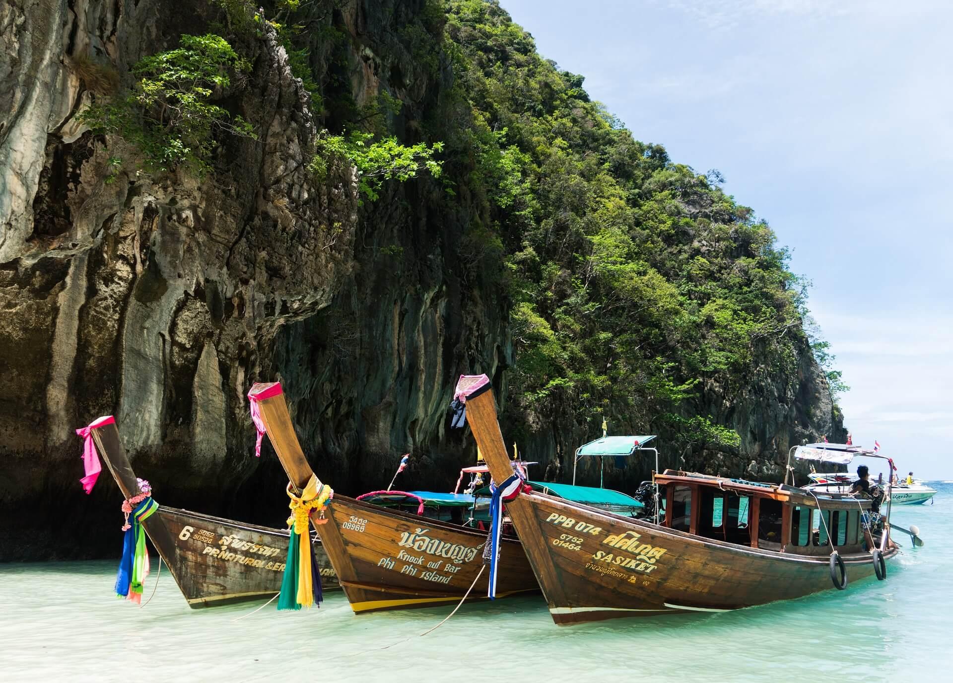 Phuket speedboat to Phi Phi