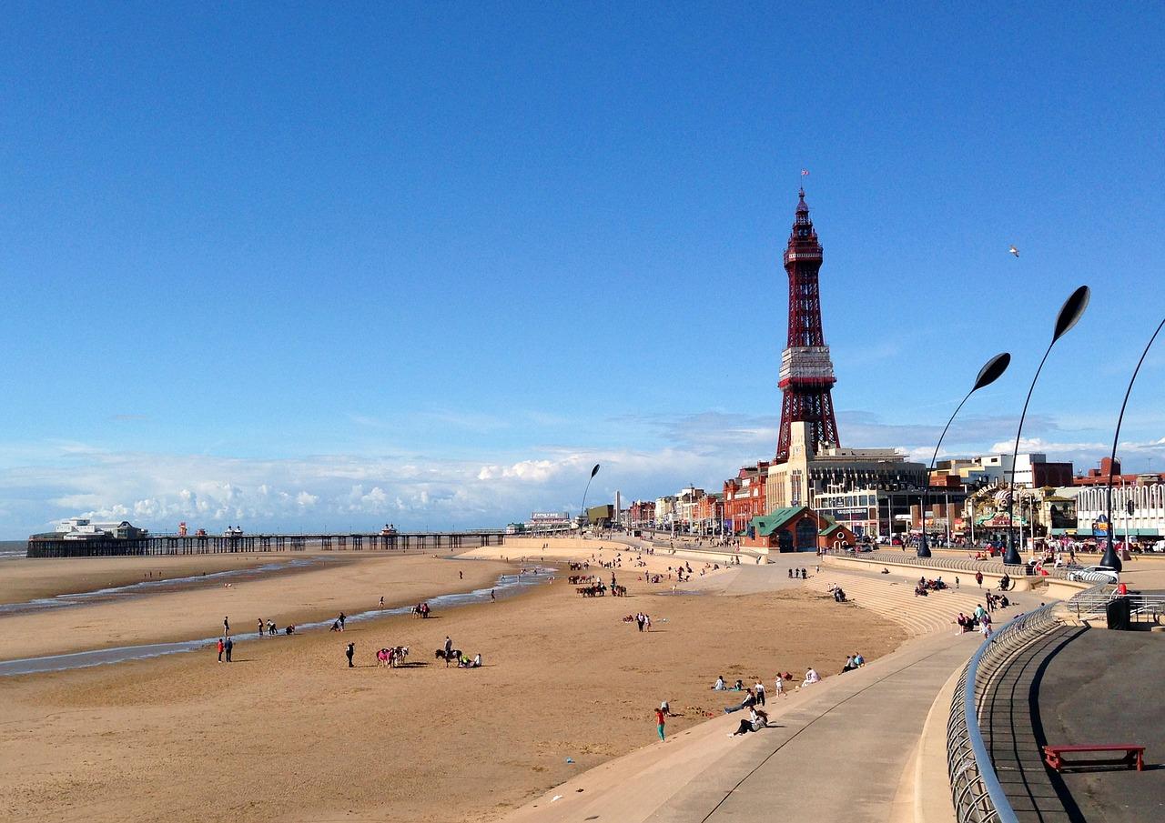 Blackpool Tower Seaside Beach - SnapHappyUK / Pixabay