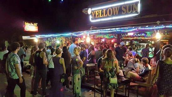 yellow sun bar Pai