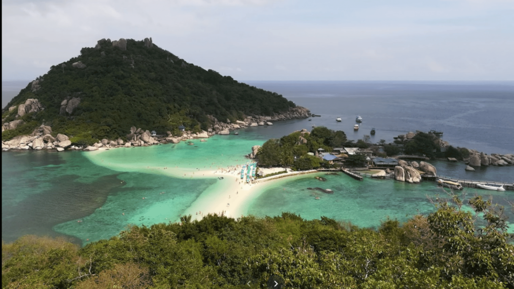 Luxury holidays are usually not so cheap and the hotel service you could get is usually not so good. But in Koh nangyuan island you will feel quite different. The service can be availed in the island is much high and the price is much lower than we might expect. Take a holiday to this place will be a dream come true for you