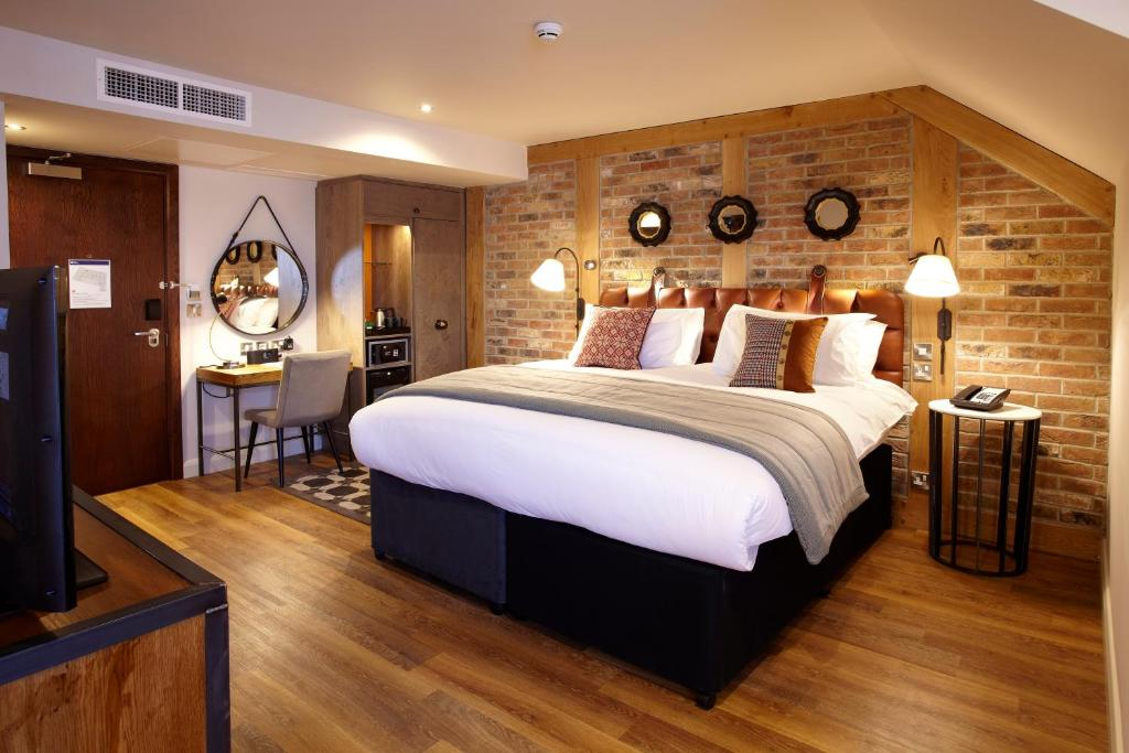best rooms in york with a view hedley house guys fawkes inn house hotel churchill hotel mount royale hotel principal york guy fawkes st marys middlethorpe hall hotel du vin self catering bar convent minute walk national trust boutique hostel